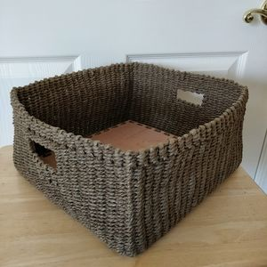Weaved square storage basket with wood base